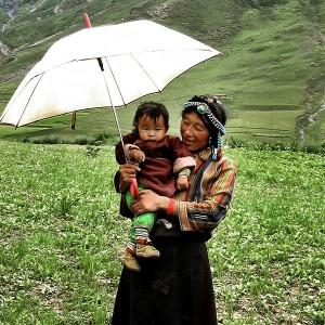 mother_and_child_in_field2